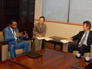 2013年11月20日 表敬(ボニファス・レゾナ 駐日コンゴ共和国臨時代理大使)