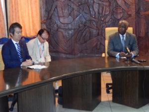 2013年11月29日 出張 ンドン・シマ首相への表敬(ガボン・リーブルビル)